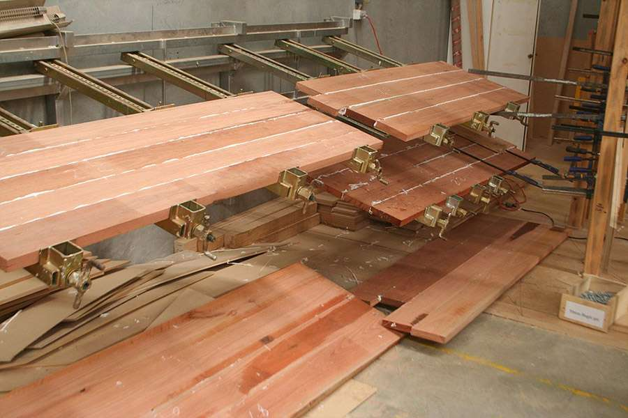 FORTIS_AD5205_gluing_redgum_tabletop_900x600.jpg