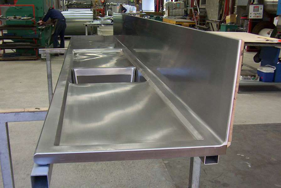 Stainless_bench_sink_glued_with_Fortis_AD5113_0LGfEb9.jpg